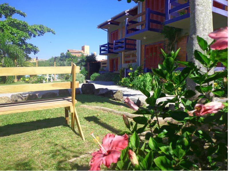 Fachada e Jardim- Residencial Araras, Ponta das Canas, Florianópolis, Brasil