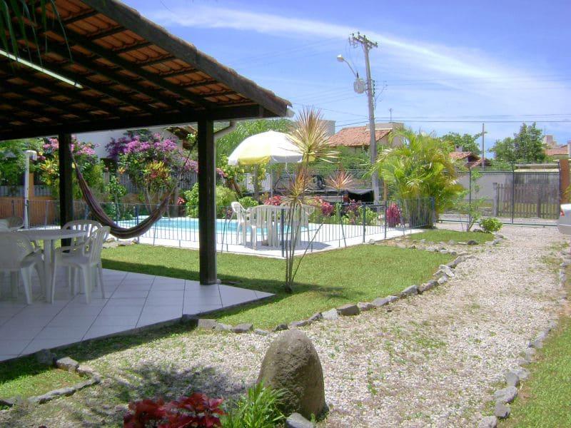 Jardim e Piscina (2) - Residencial Araras, Ponta das Canas, Florianópolis, Brasil