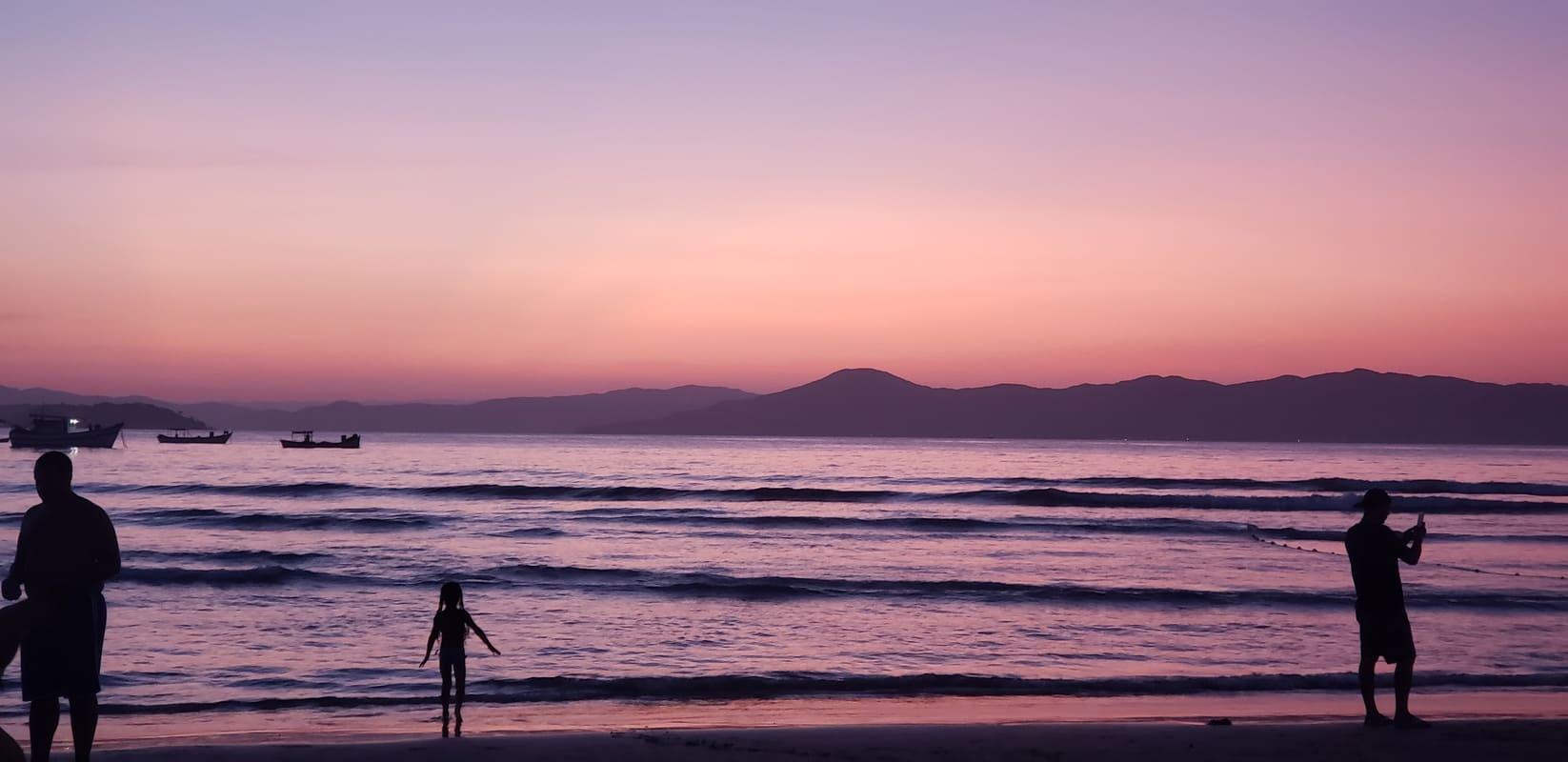 Anoitecer na Praia - Residencial Araras, Ponta das Canas, Florianópolis, Brasil