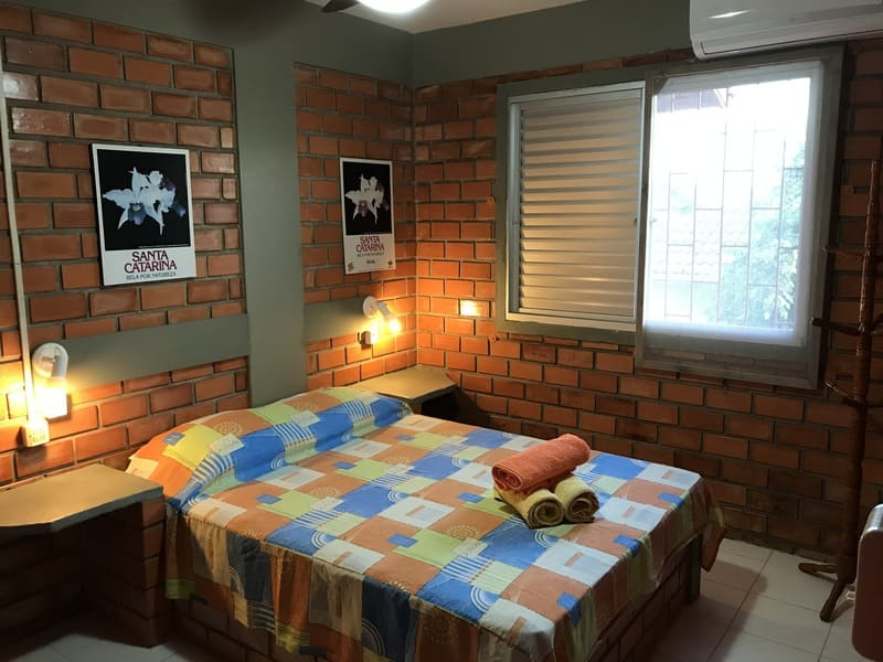 Quarto Apartamento 4 ou 5 pessoas - Residencial Araras, Praia de Ponta das Canas, Florianópolis, Brasil
