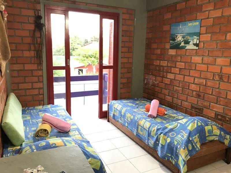 Sala Apartamento 4 ou 5 pessoas - Residencial Araras, Praia de Ponta das Canas, Florianópolis, Brasil (3)