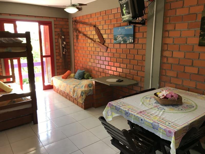 Sala Apartamento 4 ou 5 pessoas - Residencial Araras, Praia de Ponta das Canas, Florianópolis, Brasil (2)