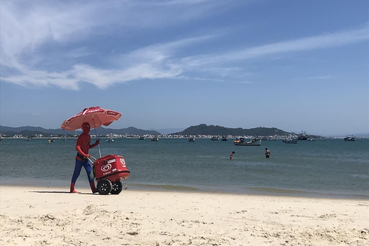 Vendedor Ambulante - Praia de Ponta das Canas - Florianópolis